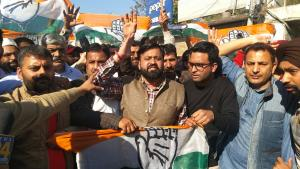 J&K Congress faces rift; one group protests again...