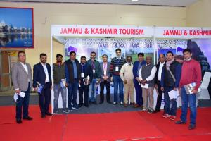 J&K stall at ITM Lucknow evokes keen response fro...