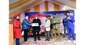 Advisor Baseer Khan inaugurates Sonamarg winter f...