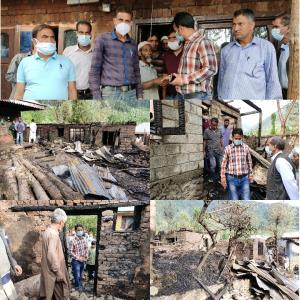 Bandipora administration reaches out to fire vict...