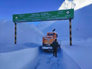 Snow-clearance operation along Srinagar-Leh highw...