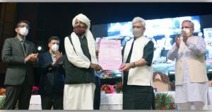 Lt Governor hands over Individual and Community F...